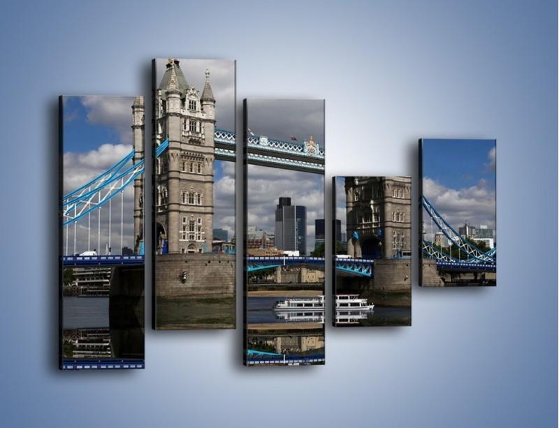 Obraz na płótnie – Tower Bridge w lustrzanym odbiciu wody – pięcioczęściowy AM084W4