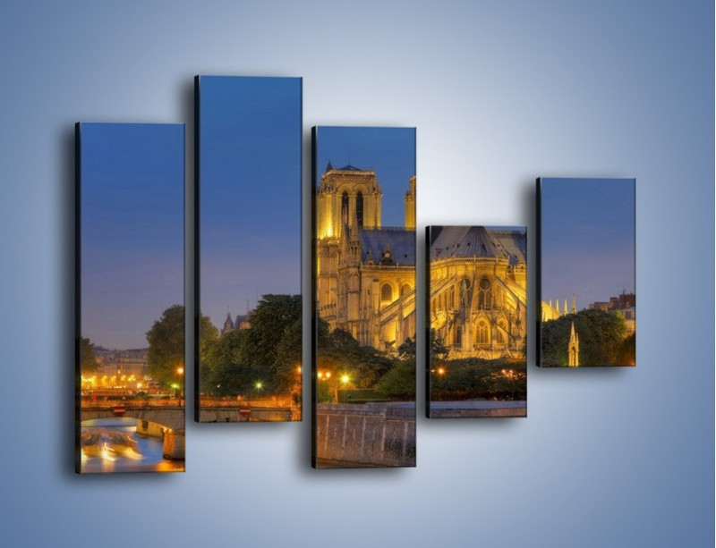 Obraz na płótnie – Kościół w świetle wieczornych lamp – pięcioczęściowy AM170W4