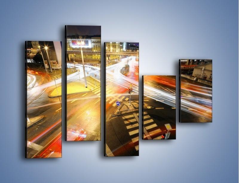Obraz na płótnie – Światła samochodów w ruchu na skrzyżowaniu – pięcioczęściowy AM279W4