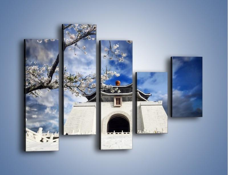 Obraz na płótnie – Azjatycka architektura z białymi kwiatami – pięcioczęściowy AM300W4