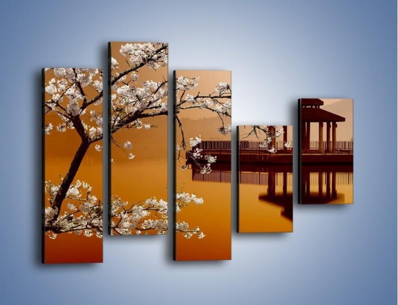 Obraz na płótnie – Kwiaty na tle Sun Moon Lake – pięcioczęściowy AM301W4