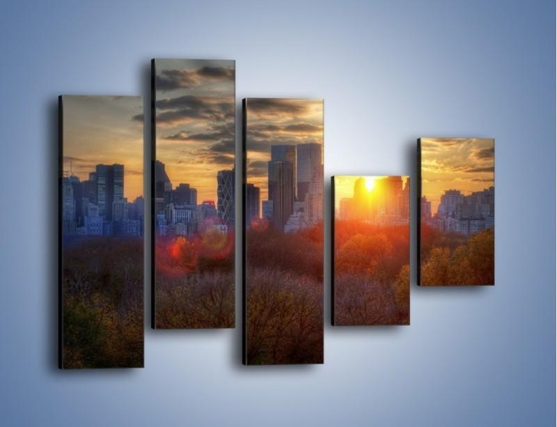 Obraz na płótnie – Wschód słońca nad miastem – pięcioczęściowy AM318W4