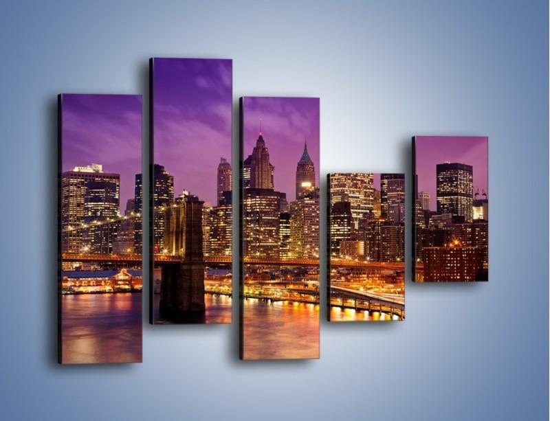 Obraz na płótnie – Nowy York pod fioletowym niebem – pięcioczęściowy AM434W4