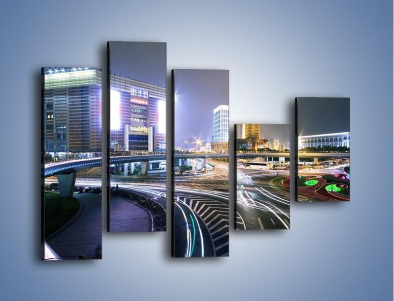 Obraz na płótnie – Oświetlone skrzyżowanie ulic w Szanghaju – pięcioczęściowy AM446W4