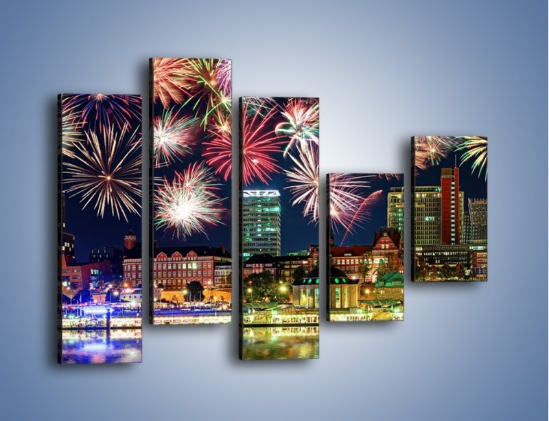 Obraz na płótnie – Noworoczne fajerwerki nad miastem – pięcioczęściowy AM452W4