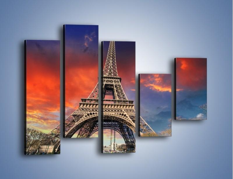 Obraz na płótnie – Wieża Eiffla pod niebiesko-czerwonym niebem – pięcioczęściowy AM463W4