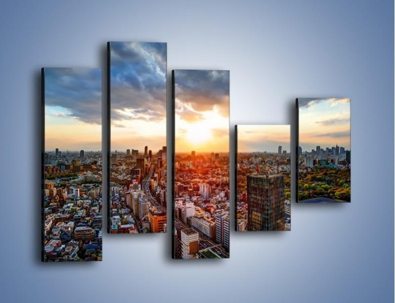 Obraz na płótnie – Panorama miasta o zachodzie słońca – pięcioczęściowy AM587W4