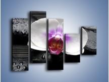 Obraz na płótnie – Biały kwiat na ciemnej macie – pięcioczęściowy K874W4
