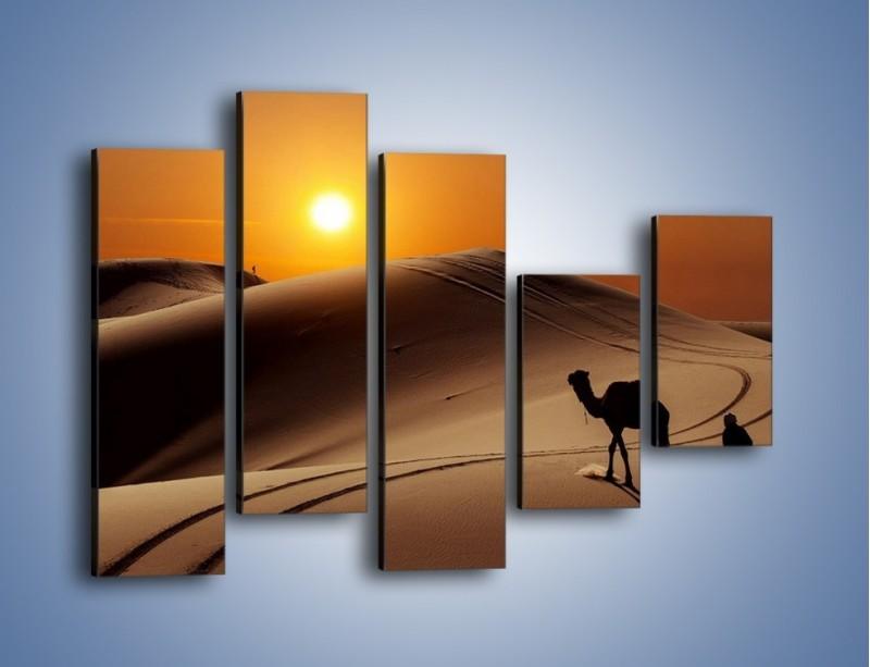 Obraz na płótnie – Człowiek wielbłąd i wydmy – pięcioczęściowy KN1134AW4
