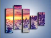 Obraz na płótnie – Choinki w śnieżnej szacie – pięcioczęściowy KN1220AW4
