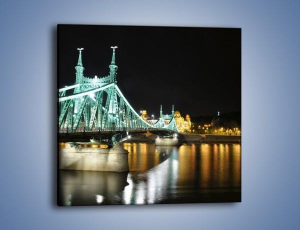 Obraz na płótnie – Oświetlony most w nocy – jednoczęściowy kwadratowy AM208