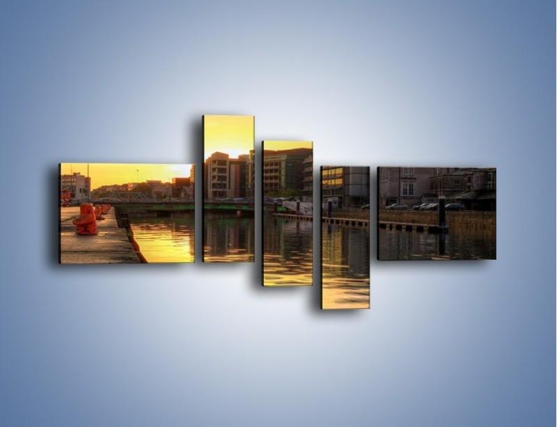 Obraz na płótnie – Kanał portowy o wschodzie słońca – pięcioczęściowy AM079W5