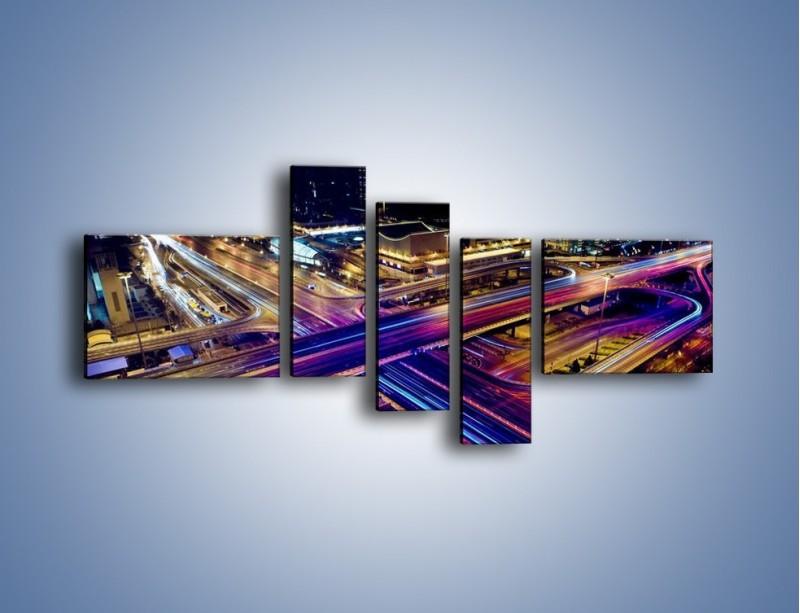 Obraz na płótnie – Skrzyżowanie autostrad nocą w ruchu – pięcioczęściowy AM087W5