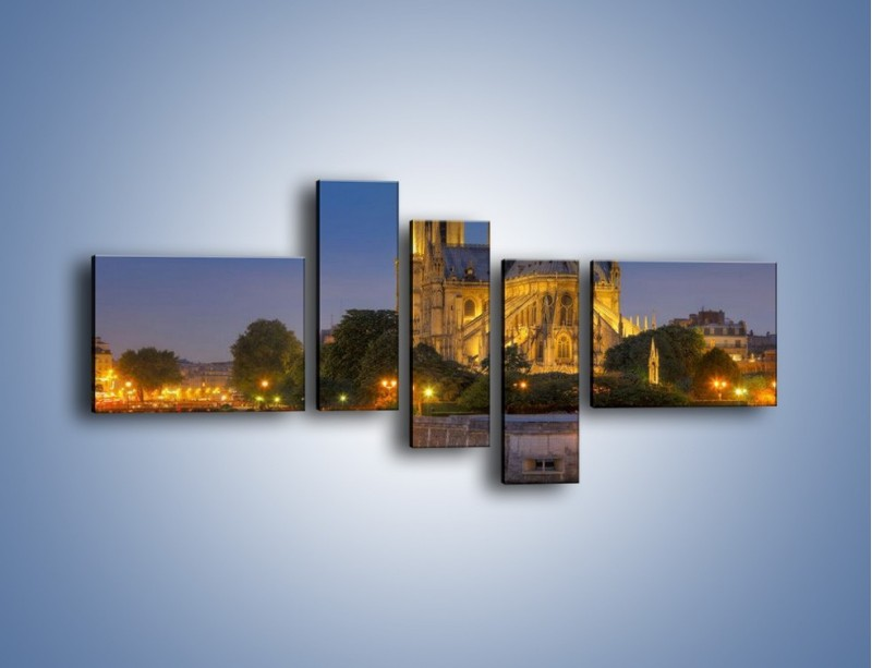 Obraz na płótnie – Kościół w świetle wieczornych lamp – pięcioczęściowy AM170W5