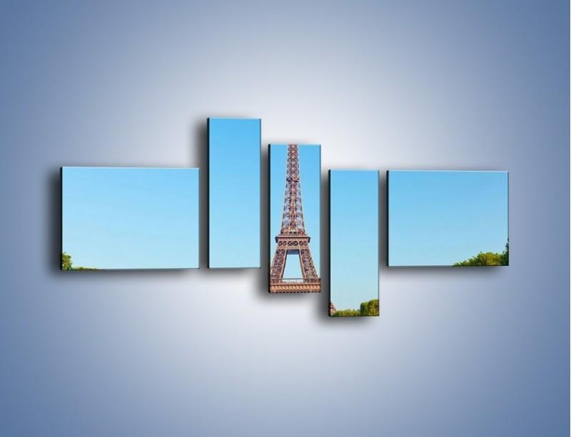 Obraz na płótnie – Wieża Eiffla pod błękitnym niebem – pięcioczęściowy AM171W5