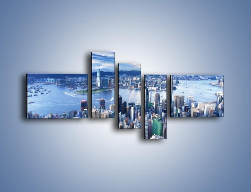 Obraz na płótnie – Miasto portowe pod błękitnym niebem – pięcioczęściowy AM187W5