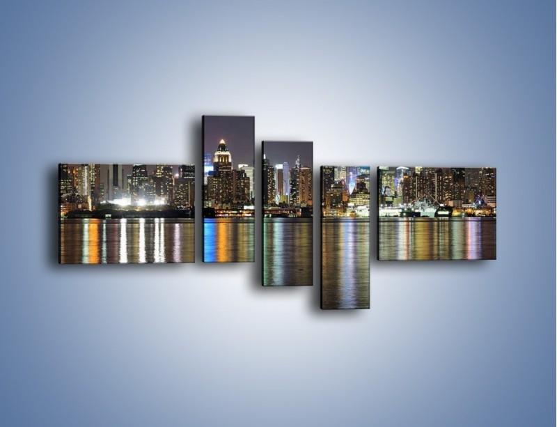 Obraz na płótnie – Światła miasta w lustrzanym odbiciu wody – pięcioczęściowy AM222W5