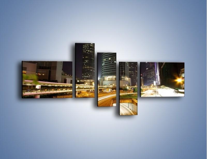 Obraz na płótnie – Miasto w nocnym ruchu ulicznym – pięcioczęściowy AM225W5
