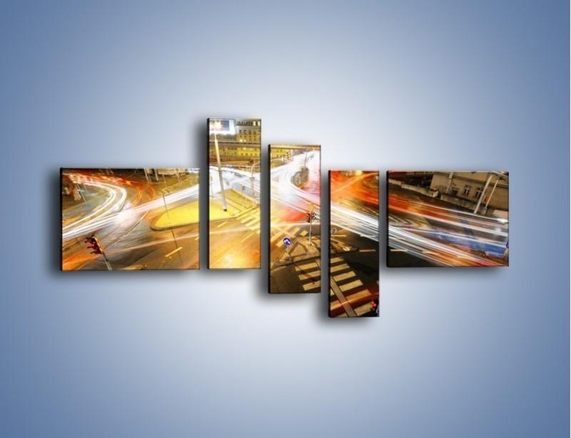 Obraz na płótnie – Światła samochodów w ruchu na skrzyżowaniu – pięcioczęściowy AM279W5