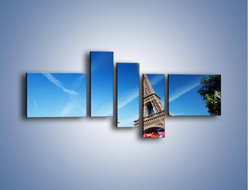 Obraz na płótnie – Wieża Eiffla pod błękitnym niebem – pięcioczęściowy AM379W5