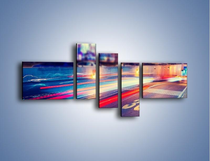 Obraz na płótnie – Ulica w ruchu świateł samochodowych – pięcioczęściowy AM482W5