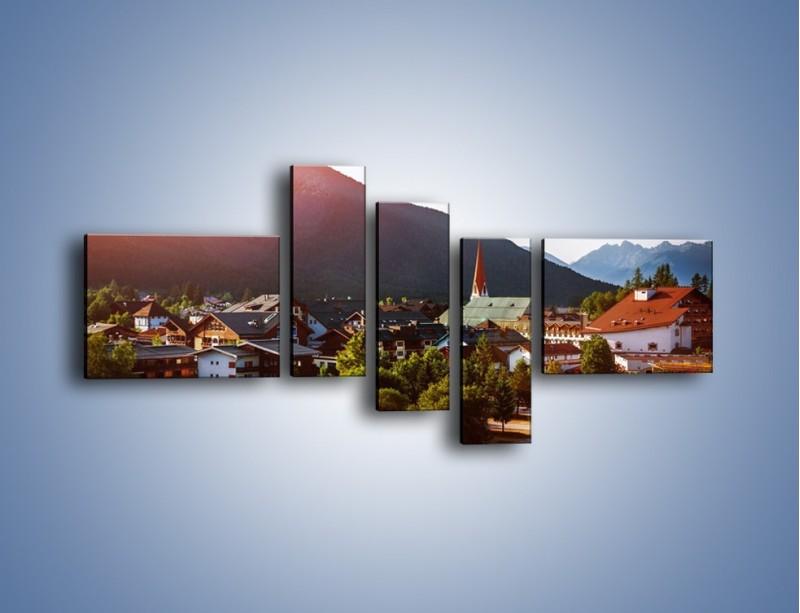 Obraz na płótnie – Austryjackie miasteczko u podnóży gór – pięcioczęściowy AM496W5