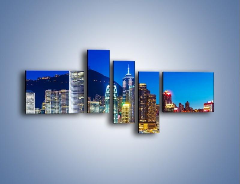 Obraz na płótnie – Oświetlone wieżowce Hong Kongu – pięcioczęściowy AM498W5