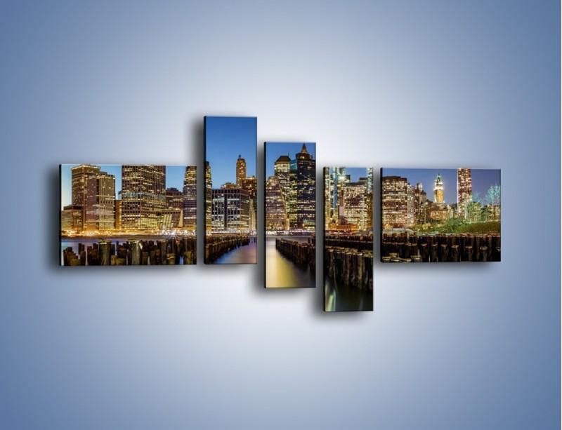 Obraz na płótnie – Zniszczone molo i widok na Manhattan – pięcioczęściowy AM601W5