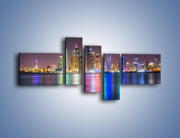 Obraz na płótnie – Kolorowe drapacze chmur w Dubaju – pięcioczęściowy AM724W5