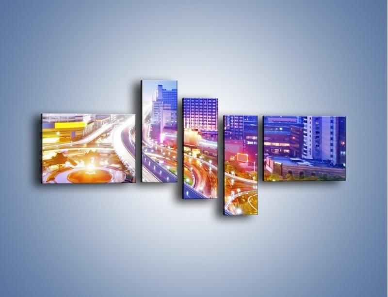 Obraz na płótnie – Rozświetlona miejska estakada – pięcioczęściowy AM729W5
