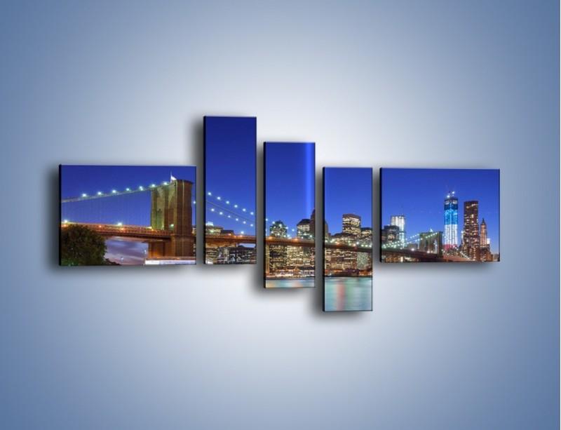 Obraz na płótnie – Świetlne kolumny w Nowym Jorku – pięcioczęściowy AM757W5