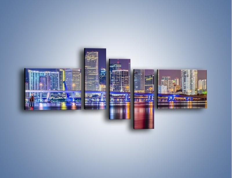 Obraz na płótnie – Światla Miami w odbiciu wód Biscayne Bay – pięcioczęściowy AM813W5