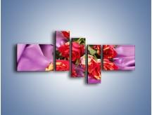 Obraz na płótnie – Błogi odpoczynek z różą – pięcioczęściowy K251W5