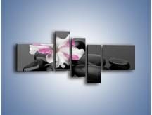 Obraz na płótnie – Czarna tafla z kwiatem – pięcioczęściowy K520W5
