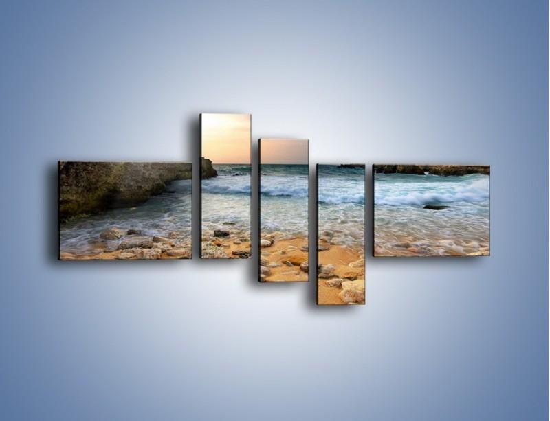 Obraz na płótnie – Kamienista plaża o poranku – pięcioczęściowy KN043W5