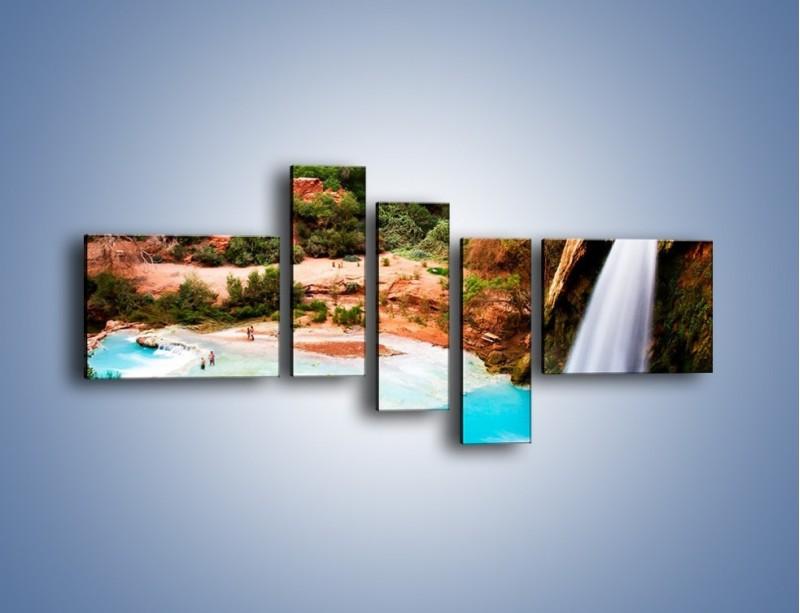 Obraz na płótnie – Zabawy przy wodospadzie – pięcioczęściowy KN095W5