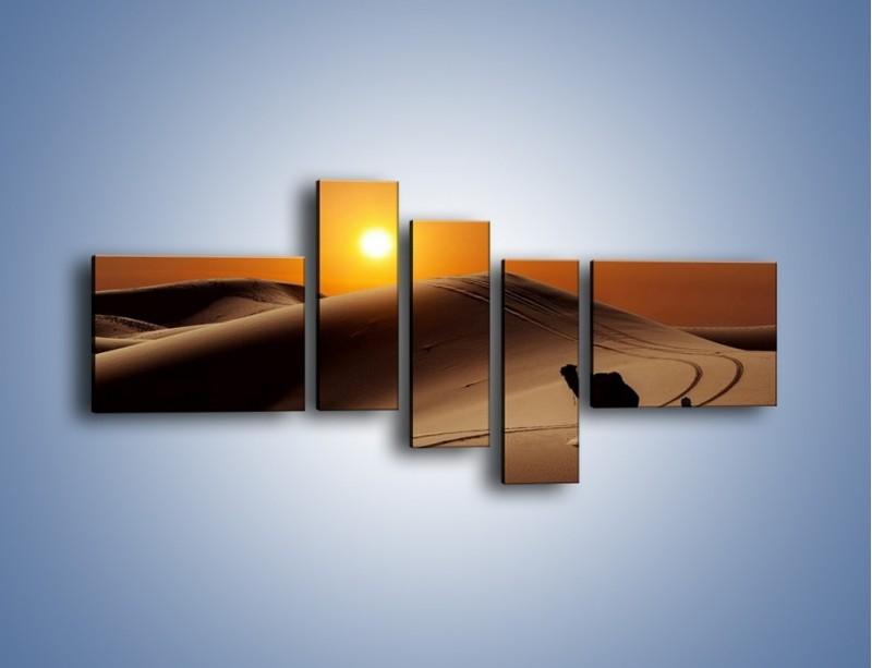 Obraz na płótnie – Człowiek wielbłąd i wydmy – pięcioczęściowy KN1134AW5