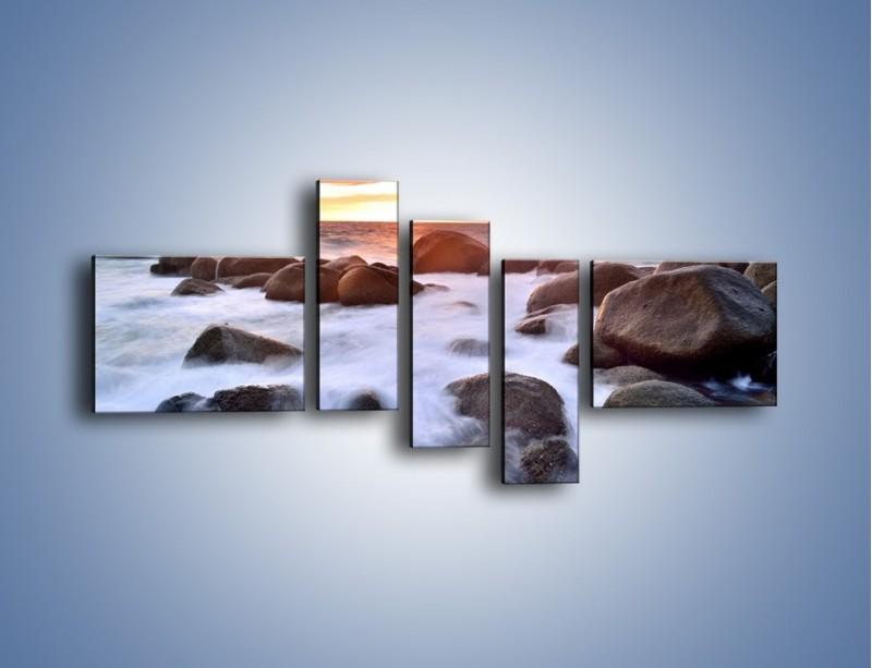 Obraz na płótnie – Kamienie zatopione w morzu – pięcioczęściowy KN930W5