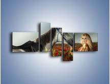 Obraz na płótnie – Kobieta koń i polana maków – pięcioczęściowy L333W5