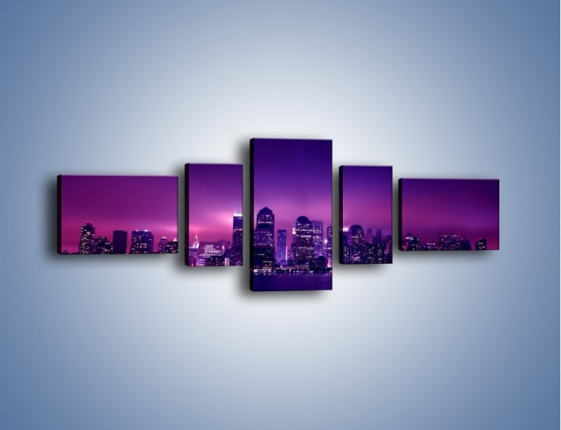 Obraz na płótnie – Wieżowce w odcieniach fioletu – pięcioczęściowy AM008W6