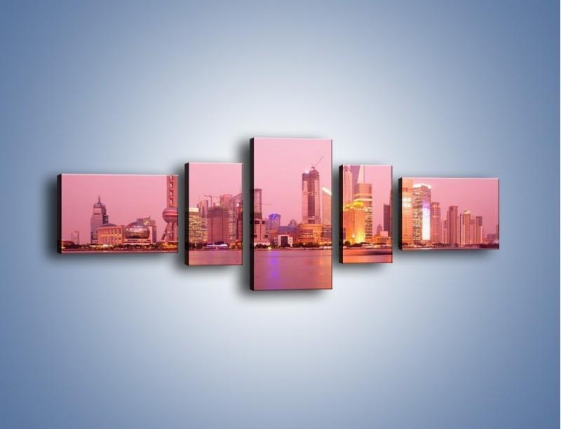 Obraz na płótnie – Miasto o poranku w odcieniach różu – pięcioczęściowy AM020W6