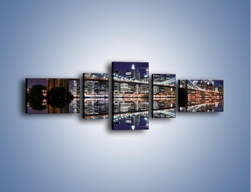 Obraz na płótnie – Most Brookliński w lustrzanym odbiciu wody – pięcioczęściowy AM067W6