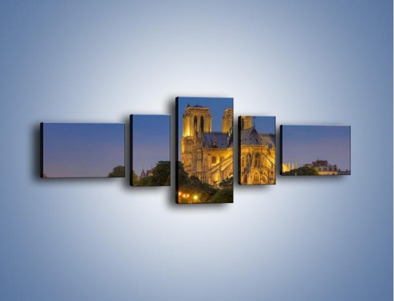 Obraz na płótnie – Kościół w świetle wieczornych lamp – pięcioczęściowy AM170W6