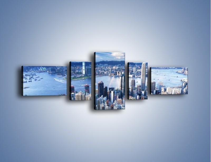 Obraz na płótnie – Miasto portowe pod błękitnym niebem – pięcioczęściowy AM187W6
