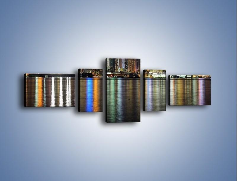 Obraz na płótnie – Światła miasta w lustrzanym odbiciu wody – pięcioczęściowy AM222W6