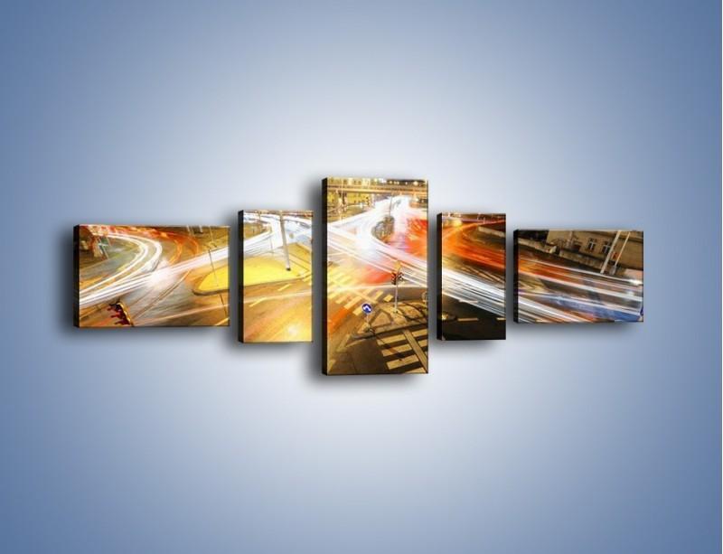 Obraz na płótnie – Światła samochodów w ruchu na skrzyżowaniu – pięcioczęściowy AM279W6