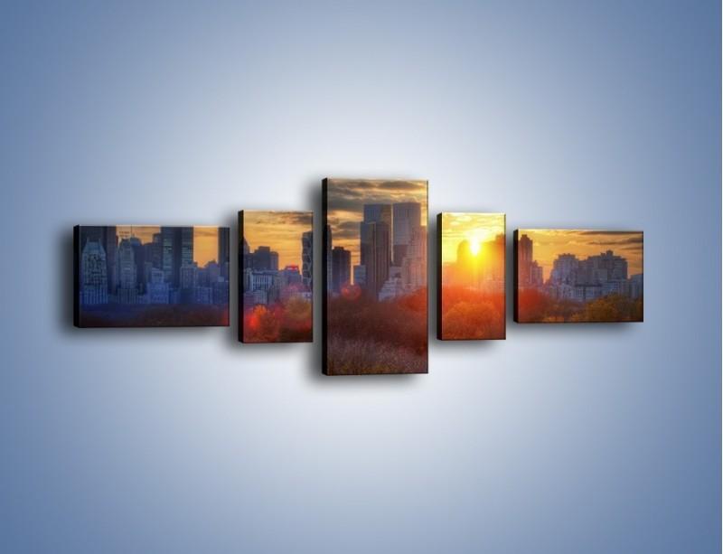 Obraz na płótnie – Wschód słońca nad miastem – pięcioczęściowy AM318W6