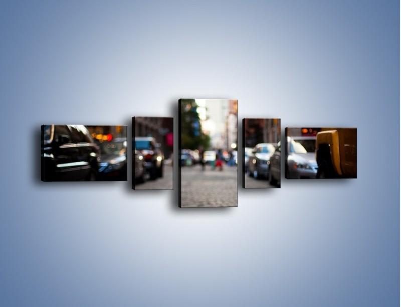 Obraz na płótnie – Rozmyty świat centrum miasta – pięcioczęściowy AM367W6