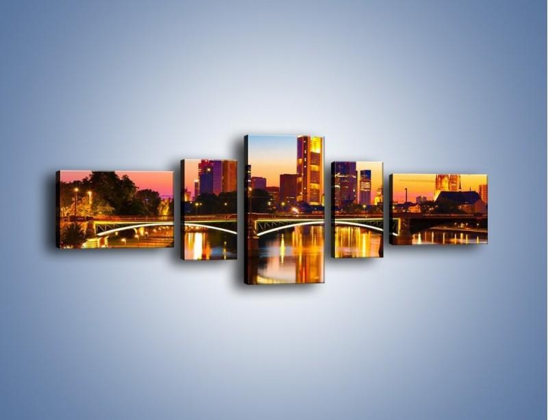 Obraz na płótnie – Oświetlony most we Frankfurcie – pięcioczęściowy AM416W6