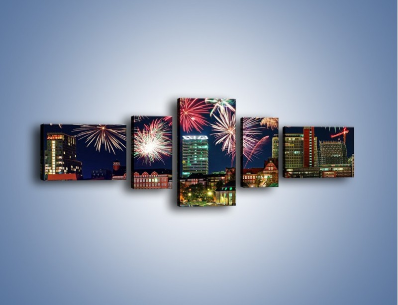 Obraz na płótnie – Noworoczne fajerwerki nad miastem – pięcioczęściowy AM452W6